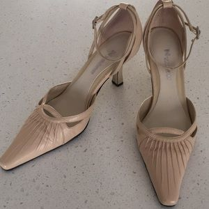 Nygard collection nude leather pumps size 9